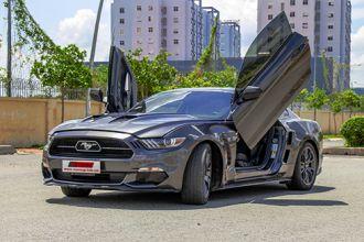 Ford Mustang độ cửa cắt kéo kiểu Lamborghini