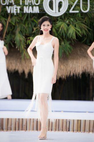 Những người đẹp 'bắn' tiếng Anh cực chuẩn của Hoa hậu VN