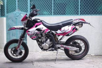 Kawasaki KLX 250 độ pô Akrapovic