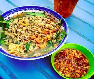 Món ăn chỉ bán ở quận 4 ở Sài Gòn- Mì ốc hến