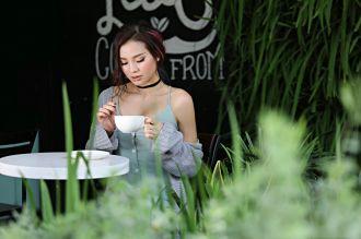 Người đẹp Phương Trinh Jolie đón tuổi mới với hình ảnh gợi cảm