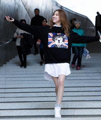 Áo khoác nữ năng động cho bạn gái dạo phố với phong cách Hàn